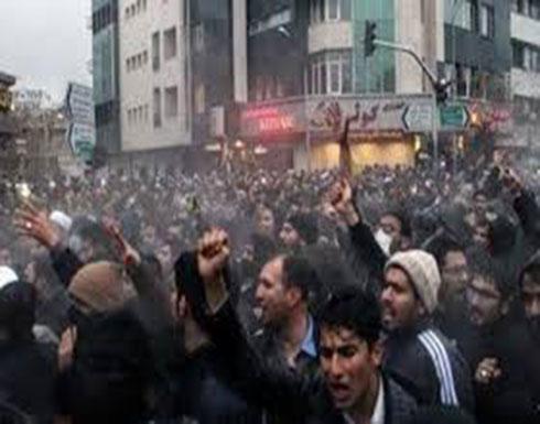 الأمن الإيراني يفرق المتظاهرين.. وفيديوهات توثق إطلاق النار