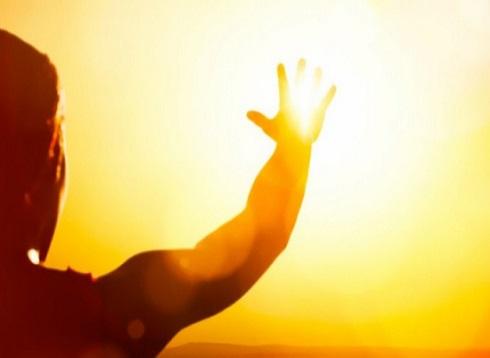 باحثون: رياح شمسية تضرب الأرض هذا الأسبوع