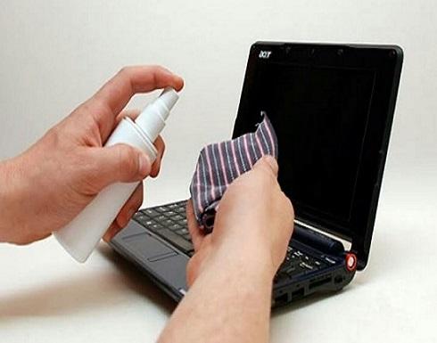 الطريقة الأفضل لتنظيف لوحة مفاتيح اللاب توب