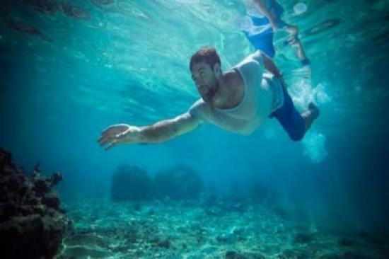 هل يتمكن الإنسان المعدل وراثياً الحياة تحت الماء قريبًا والتنفس عبر خياشيم؟