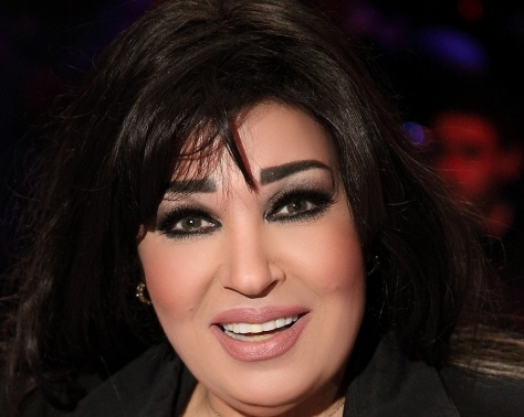بالصورة - فيفي عبده تفاجئ الجمهور بصورتها بالحجاب في السعودية... شاهدوا كيف بدت