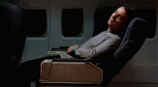ضوء الكاميرا يعالج اضطرابات النوم خلال رحلات الطيران الطويلة