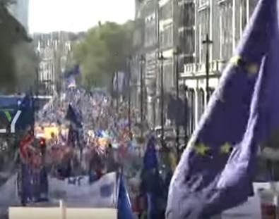 شاهد .. البريطانيون يطالبون وسط لندن باستفتاء جديد