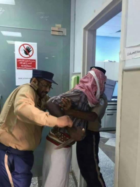 سعودي اكتشف بأن الذي ولًد زوجتة طبيب ( ذكر ) قرر ذبحة