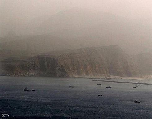 بريطانيا: قوارب إيرانية حاولت احتجاز ناقلتنا في هرمز