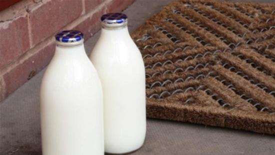 الحليب كامل الدسم يقي من مرض مزمن