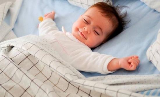 الوالدان يفقدان 6 أشهر من النوم بسبب أطفالهم الجدد