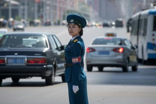 """""""آنسات المرور"""".. الوجه الجميل لنظام كوريا الشمالية"""