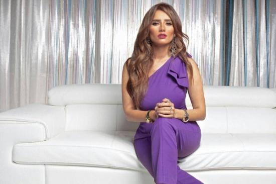 زينة تثير الجدل بحديثها عن أمل حجازي وحجابها.. ماذا قالت؟