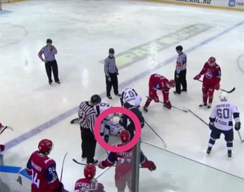 بالفيديو .. قرص هوكي يتسبب في مقتل لاعب روسي