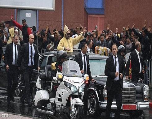 حاول الاقتراب من موكب ملك المغرب.. الأمن يكشف الأسباب