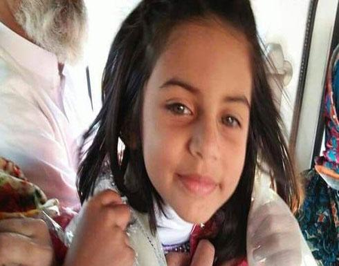 شاهد لحظة أمسك المغتصب بيد الطفلة زينب وقادها إلى موتها ( فيديو )