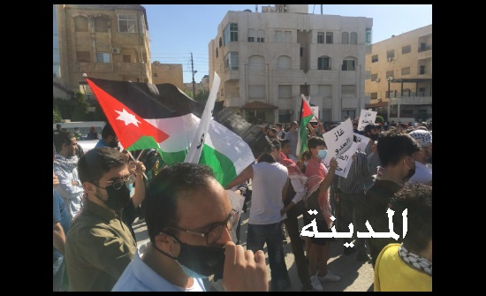 فيديو وصور : وقفة تضامنية مع فلسطين وغزة قبالة السفارة الاسرائيلية