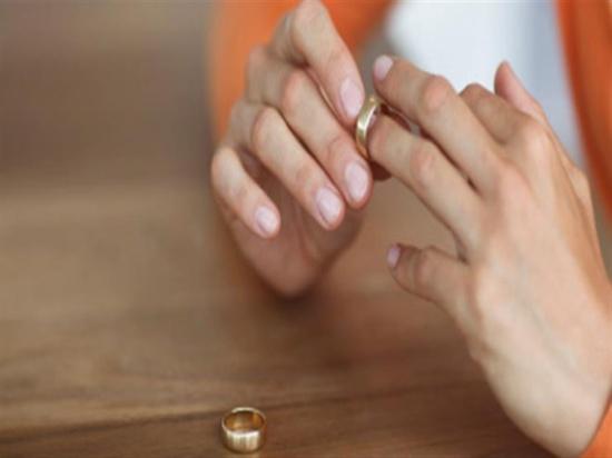 """سيدة تطلب الطلاق: أخبرني بوجود صديق معه.. فتحت """"الأوضة واكتشفت المصيبة"""""""