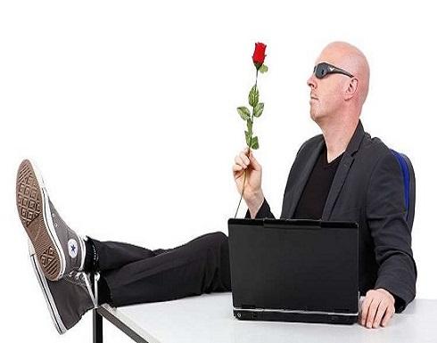 """احذروا """"الحب الأعمى"""" على فيسبوك"""