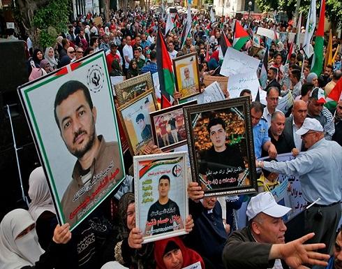 أسرى فلسطينيون يواصلون الإضراب ودعوات لإنقاذهم