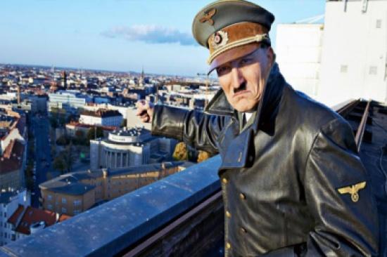 شبيه هتلر يثير الفزع في شوارع النمسا