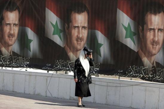 قوات الاسد تغتصب إمرأة امام ابنها إمعانا في الإذلال