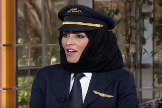 فيديو: مسن يرفض إقلاع الطائرة بعد علمه أن الكابتن امرأة
