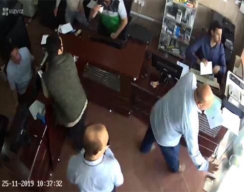 بالفيديو : سيارة تقتحم محلاً بالكويت بطريقة مروعة وتصيب جميع من بداخله