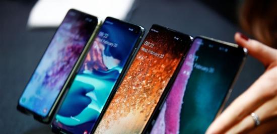 """""""سامسونغ"""" تعمل على هاتف """"غالاكسي"""" جديد.. هذه مواصفاته"""