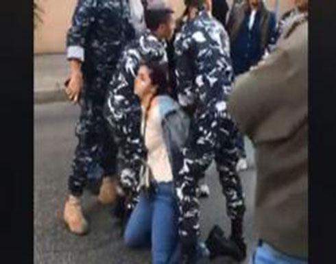 شاهد : لحظة اعتقال دانا حمود قرب مصرف لبنان