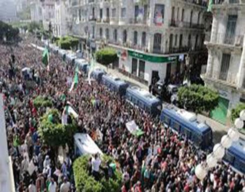 بالفيديو : الجزائر.. مناوشات بين مؤيدي ومعارضي إجراء الرئاسيات