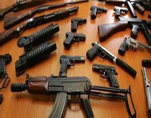اتّصل بالرّقم الخطأ.. فضبطت الشّرطة 100 قطعة سلاح بمنزله!