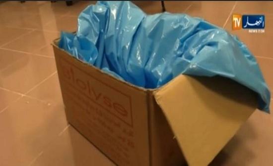 فيديو| طفل جزائري ميتاً في 'كرتونة' يفجر جدلاً واسعاً.. !