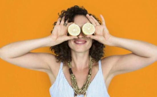 هذا ما يفعله الليمون الحامض لعينيك!
