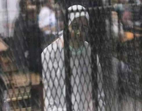 """نشطاء: صورة عائشة الشاطر أمام المحكمة """"صادمة"""""""