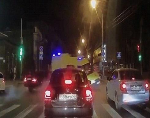 """بالفيديو : في روسيا سيارة إسعاف بحاجة إلى """"إسعاف""""!"""