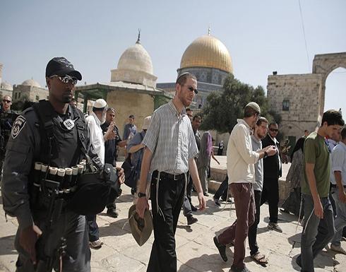 مئات المستوطنين يجددون اقتحام الأقصى بحماية الاحتلال (شاهد)