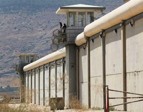 أسرى فلسطينيون يعتصمون في ساحات سجون إسرائيلية