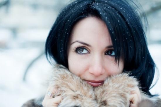 أفضل 10 نصائح للعناية بشعرك الجاف في الشتاء