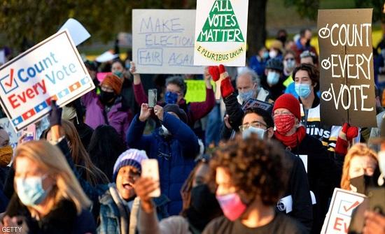 """""""أوقفوا الفرز"""" و""""احتسبوا كل صوت""""..تظاهرات مضادة تجتاح أميركا"""