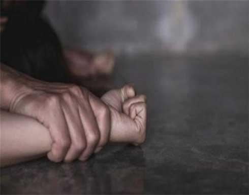 علاقة محرمة تنهي حياة مسن بطعنات قاتلة في مصر