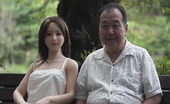 """خبراء: """"دمى الجنس"""" تؤثر على معدلات الولادة في اليابان"""