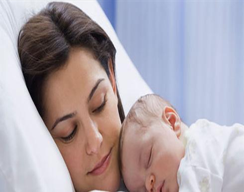 وضعيّة يمكن أنْ تنهي حياة طفلكِ أثناء إرضاعه.. كوني حذرة!