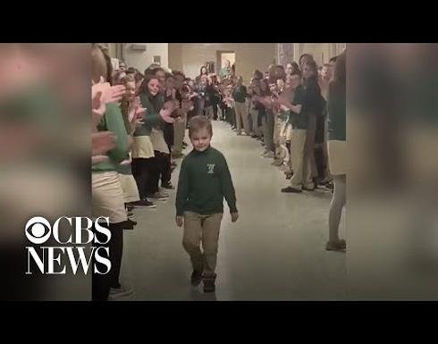 بالفيديو: بعد صراع مع السرطان طفل صغير يهزم المرض ويتحول لبطل في امريكا