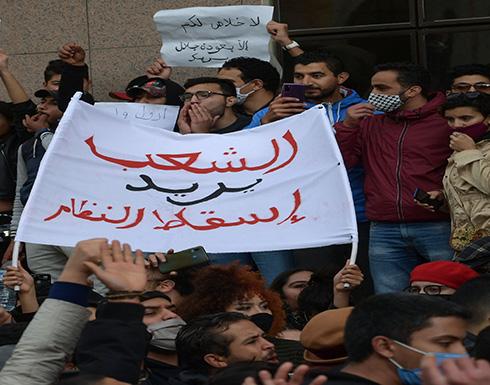 شاهد: الاحتجاجات تطوق برلمان تونس.. واعتصام بداخله