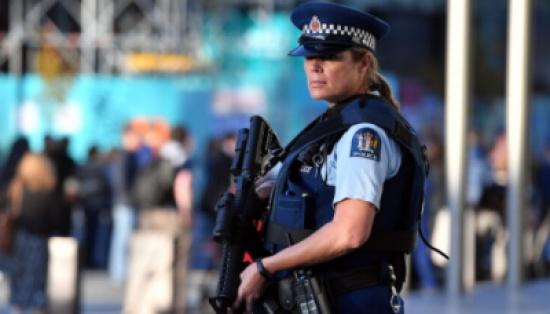 شرطة نيوزيلندا تبحث عن رجل هرب من الحجر الصحي