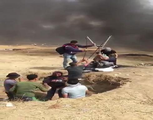 """""""مقلاع"""" كبير يظهر في مسيرات العودة في غزة (فيديو)"""