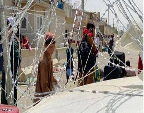 أفغانيات رموا أطفالهن على أسلاك مطار كابل.. ما القصة؟