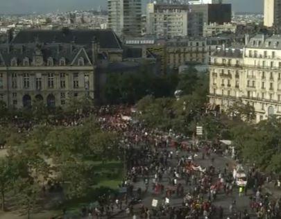 شاهد .. شتباكات في فرنسا أثناء مظاهرات احتجاجا على إصلاحات ماكرون