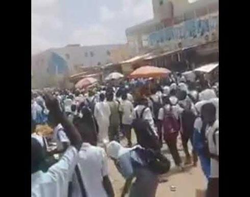 شاهد : لحظة إطلاق الرصاص على موكب المدارس الثانوية بالسودان