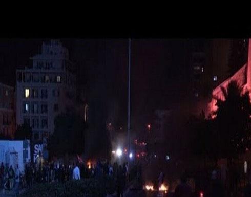 بالفيديو : محتجون يقطعون الطريق بين لبنان وسوريا في منطقة البقاع الأوسط