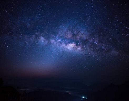 قياس كمية أضواء النجوم منذ بداية الكون