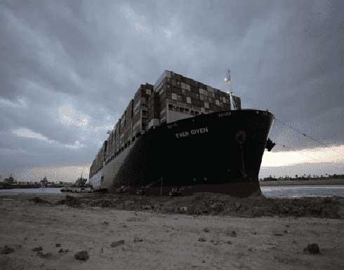 شاهد : لحظة تعويم السفينة الجانحة فى قناة السويس