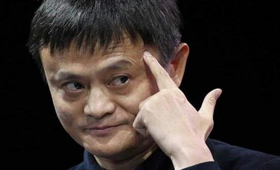 حكاية تبثّ الأمل والعزيمة.. رفضه مطعم مشهور فأصبح أغنى رجل صيني!